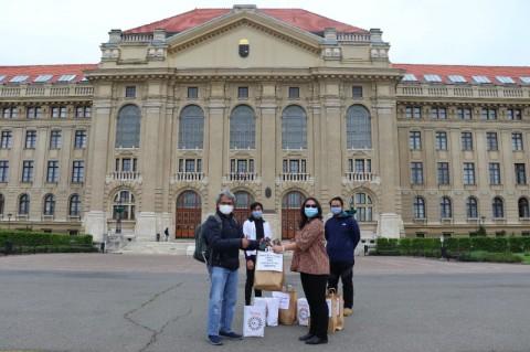 WNI di Hongaria Terima Bantuan Logistik Hadapi Covid-19