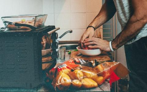 Resep Sup Daging Domba dengan Kurma Medjool