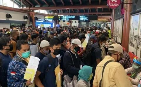 Antrean Penumpang di Bandara Soetta Bukti Pemerintah Tak Serius