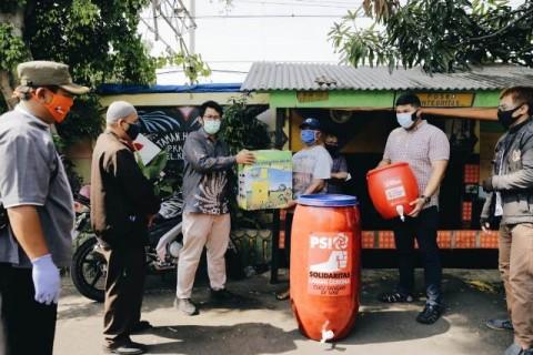 DPRD Fraksi PSI Jakarta Sambangi Warga Zona Merah Covid-19