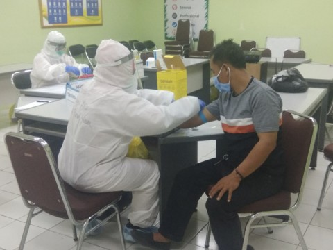 <i>Rapid Test</i> Massal dan <i>Swab PCR</i> Digelar di Pasar Kramat Jati