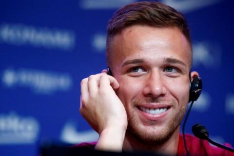 Rivaldo Berharap Barcelona Pertahankan Arthur