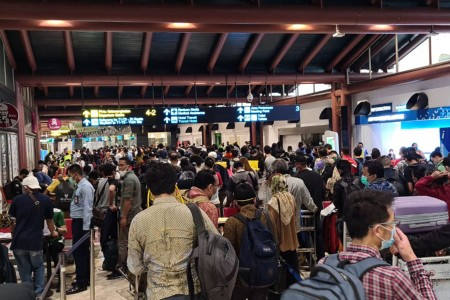 Muhadjir Minta Syarat Keluar Masuk Orang Lewat Bandara Diperketat