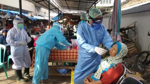 Pemkab Cirebon Gelar Tes Swab Massal di Pasar Tradisional