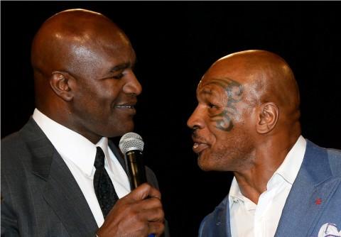 Laga Ketiga Mike Tyson vs Holyfield sedang Dipersiapkan