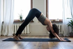 Cara praktis Berlatih Yoga di Rumah