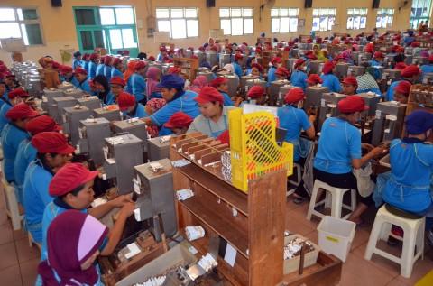Produksi Rokok Anjlok 40% Dihantam Cukai dan Covid-19