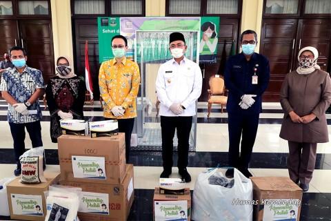 Wamendag Salurkan Bantuan Alkes di Pasar Rakyat Banten