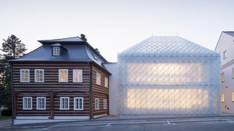 Desain Kantor Perusahaan Kaca yang Tembus Pandang