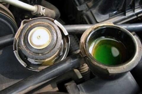 Rutin Periksa Air Radiator Cegah Mesin Mobil Overheat