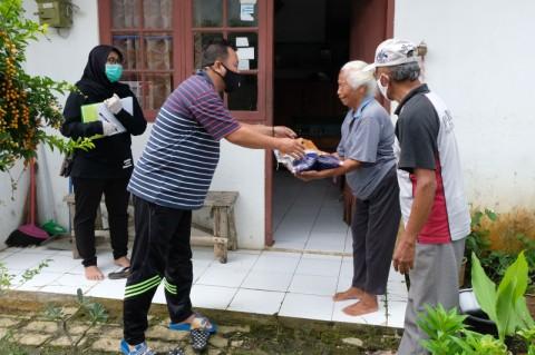 Distribusi Bansos untuk Warga Ciracas Ditunda