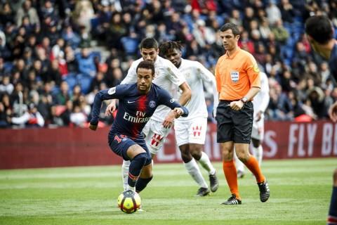 Neymar Dipastikan Bertahan di PSG