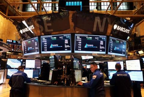 Investor Ragu Vaksin Covid-19 Tekan Wall Street