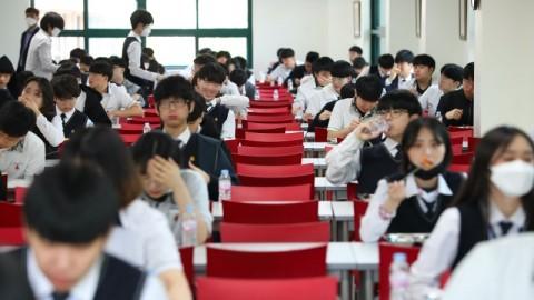Siswa Korea Selatan Mulai Kembali ke Sekolah di Tengah Pandemi