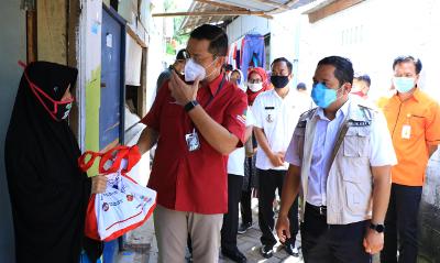 Mensos Salurkan Bansos Tahap III di Kota Tangerang