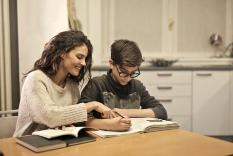 Cara Tepat Orang Tua Ajari Anak selama di Rumah
