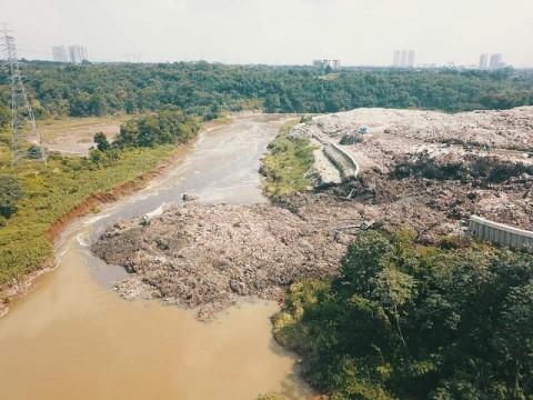 Sampah di TPA Cipeucang Tangsel Longsor ke Sungai Cisadane