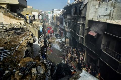 Dua Orang Selamat dalam Kecelakaan Pesawat di Pakistan