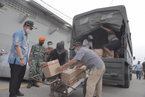 Sembako Disalurkan ke 750 KK di Kompleks TNI-Polri