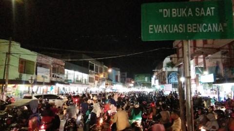 Warga Kota Banda Aceh Padati Ruas Jalan Diponegoro