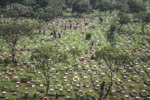 Warga Masih Ziarah Makam di Tengah Pandemi Covid-19