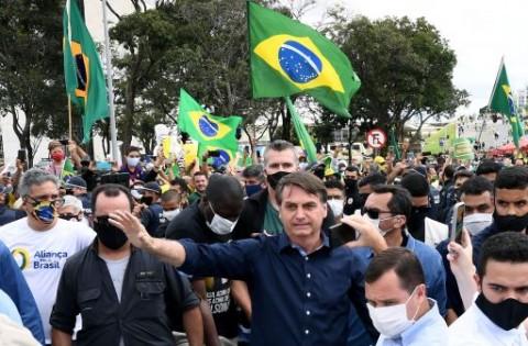 Presiden Brasil Ikut Pawai di Tengah Pandemi Covid-19