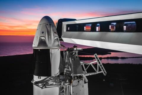 Roket SpaceX Bersiap Meluncur Menuju ISS