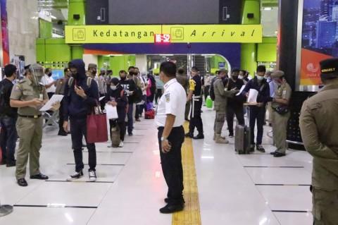 5 Penumpang Tiba di Stasiun Gambir Tak Bawa SIKM