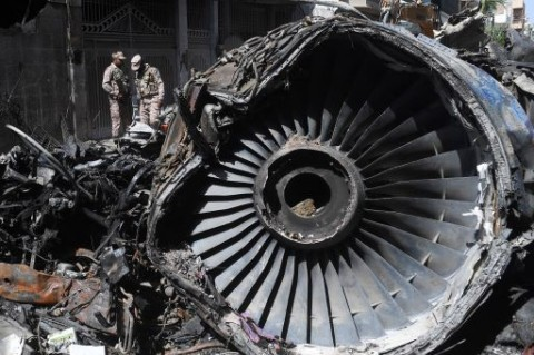Kotak Hitam Pesawat Jatuh di Pakistan Ditemukan