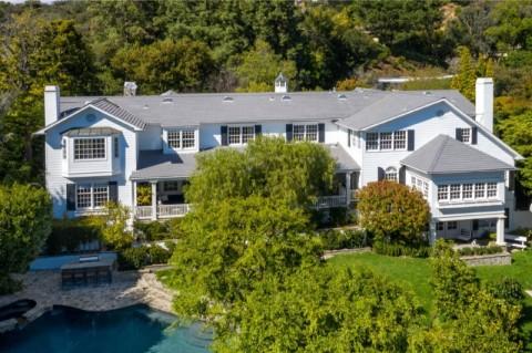 Ashton Kutcher dan Mila Kunis Jual Rumah di Beverly Hills