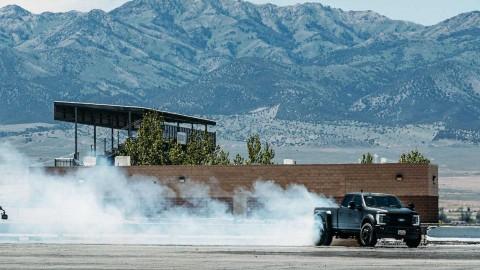 Aksi Gila Ken Block Ajak Ford F-450 Drifting
