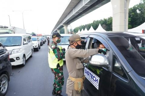 4.599 Kendaraan Arah Jakarta Dialihkan ke GT Karawang Barat