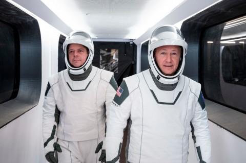 Baju Astronaut SpaceX Buatan Desainer Kostum The Avengers