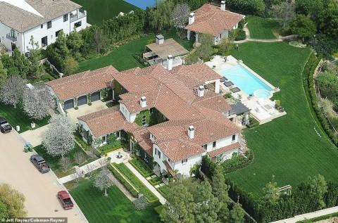 Intip Rumah Khloé Kardashian yang Dibeli dari Justin Beiber