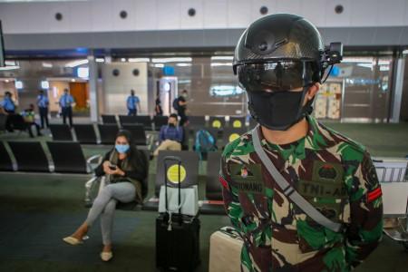 TNI AD Gunakan Helm Termal Deteksi Penyebaran Covid-19