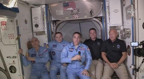 Crew Dragon Berhasil Tiba dan Tersambung di ISS