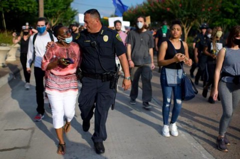 Polisi Minta Trump Tutup Mulut