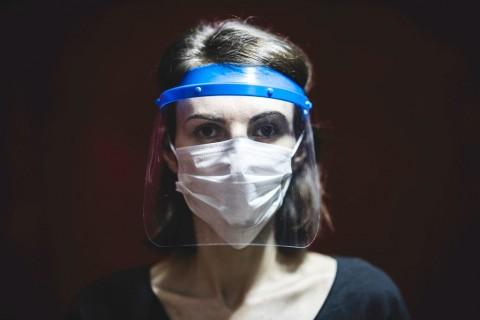 Apakah Penggunaan <i>Face Shield</i> Lebih Baik Dibandingkan Masker?