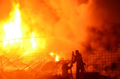 Kebakaran Landa Gudang Ban Bekas di Kudus