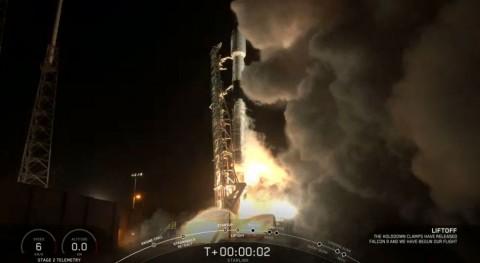 Pakai Roket Daur Ulang, SpaceX Kembali Terbang Bawa 60 Satelit