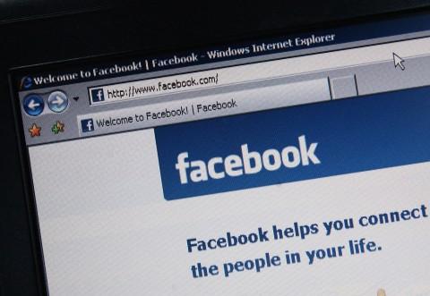 Cara Hapus Unggahan Zaman Alay di Facebook