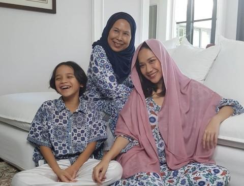 Ibunda Ashraf Senang Bisa Berlebaran Bersama BCL dan Noah