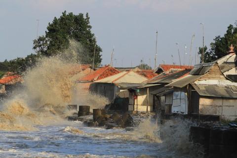 Puluhan Rumah di Indramayu Rusak Diterjang Gelombang Tinggi
