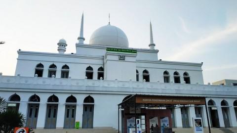 Jemaah Salat Jumat di Masjid Agung Al-Azhar Dibatasi