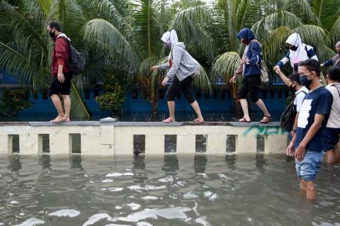 Wilayah Pesisir Jakarta Utara Terendam Banjir Rob