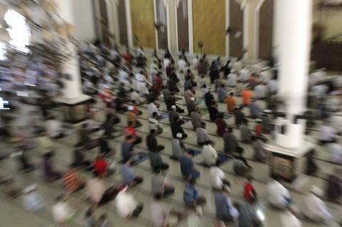 Warga Kupang Mulai Salat Jumat di Masjid Lagi