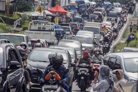 Jalur Wisata Puncak Bogor Padat