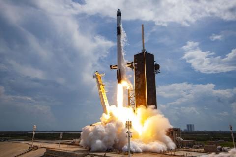 Roket SpaceX Starship Bisa Bawa 100 Orang ke Bulan dan Mars