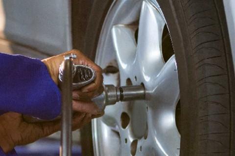 Rutin Cek Baut Roda,  Perawatan Wajib untuk Mobil Harian