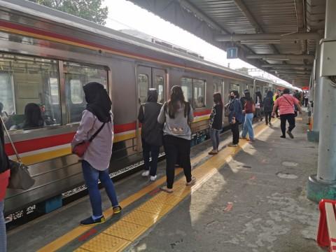 KRL Tangerang-Duri Lengang